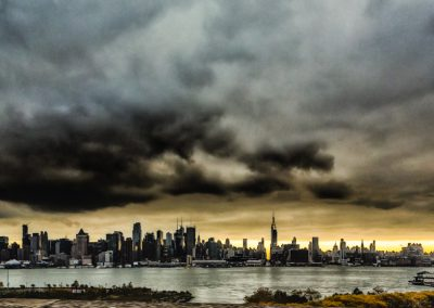 Looking Staight through 34th St., Manhattan | Blurbomat.com