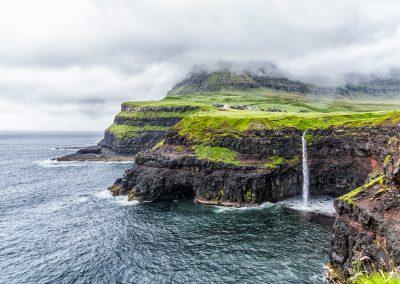 Waterfall at Gásadalur, Faroe Islands | Blurbomat.com